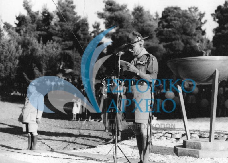 Περιέχει φωτογραφίες από το 1ο Πανελλήνιο Προσκοπικό Τζάμπορη που έγινε για τον εορτασμό των 40 χρόνων του Σώματος Ελλήνων Προσκόπων στο Διόνυσο Αττικής το 1950.