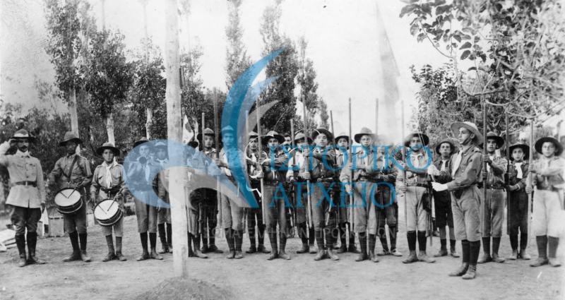 Φωτογραφίες από τις δράσεις των πρώτων προσκοπικών ομάδων, την ενασχόληση του ιδρυτή Αθ. Λευκαδίτη και την πρώτη προσκοπική επίδειξη.