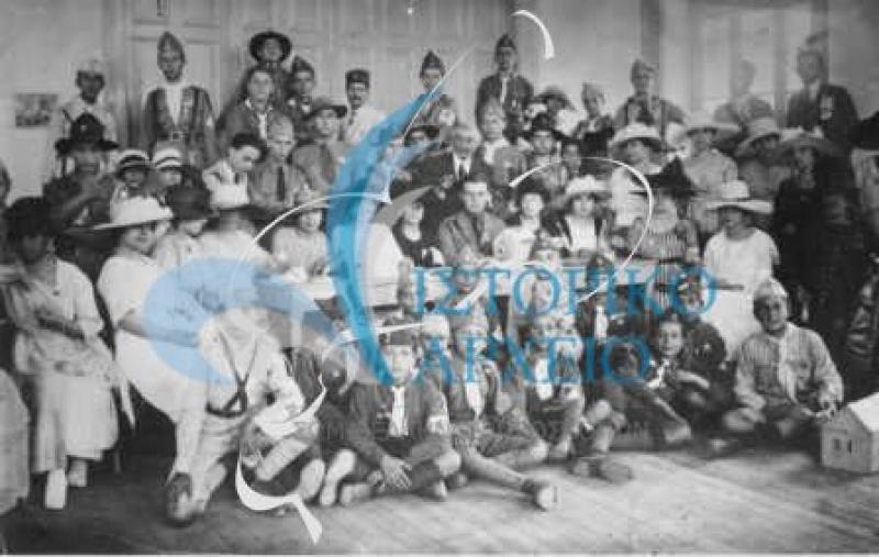 Φωτογραφίες των ελληνικών ομάδων που δραστηριοποιήθηκαν στα παράλια της Μικράς Ασίας.