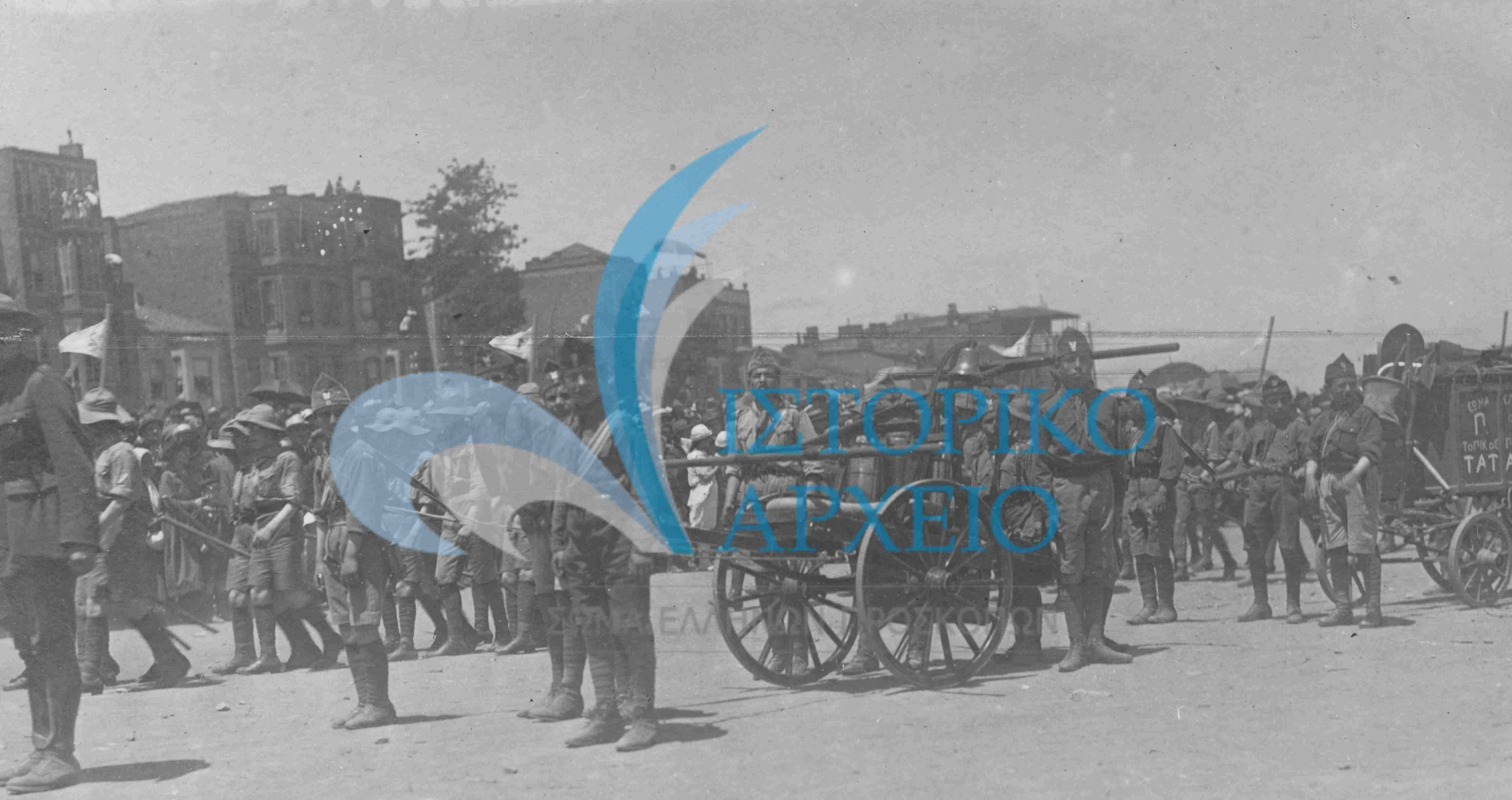 Φωτογραφίες από τις ομάδες ελλήνων προσκόπων που δραστηριοποιήθηκαν στη περιοχή της Κωνσταντινούπολης.